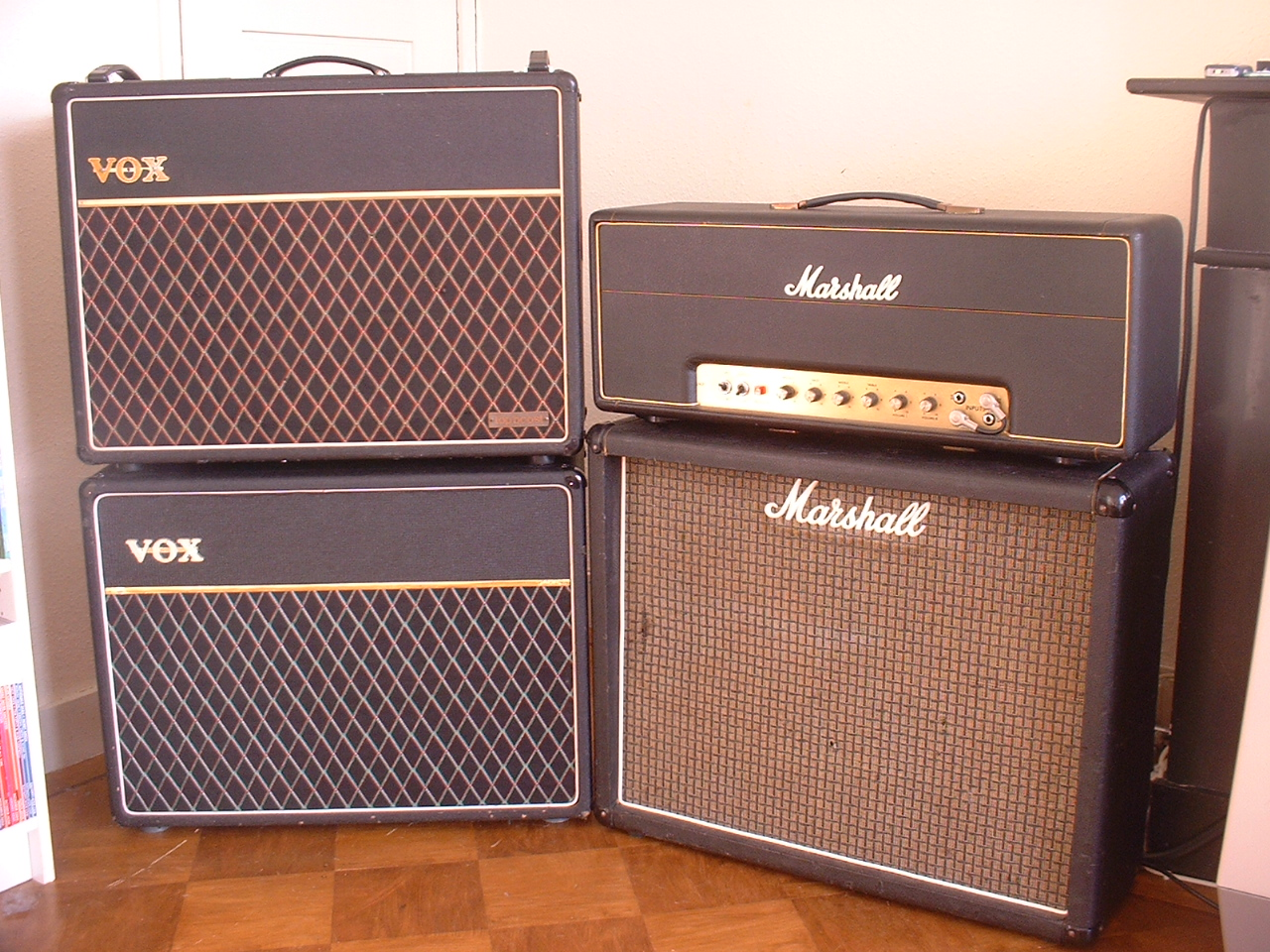 Vintage Amps Bulletin Board • View topic - vox rigs!